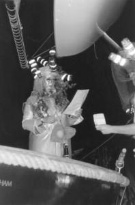 Die Seejungfrau Eva übergibt den Bobbeli